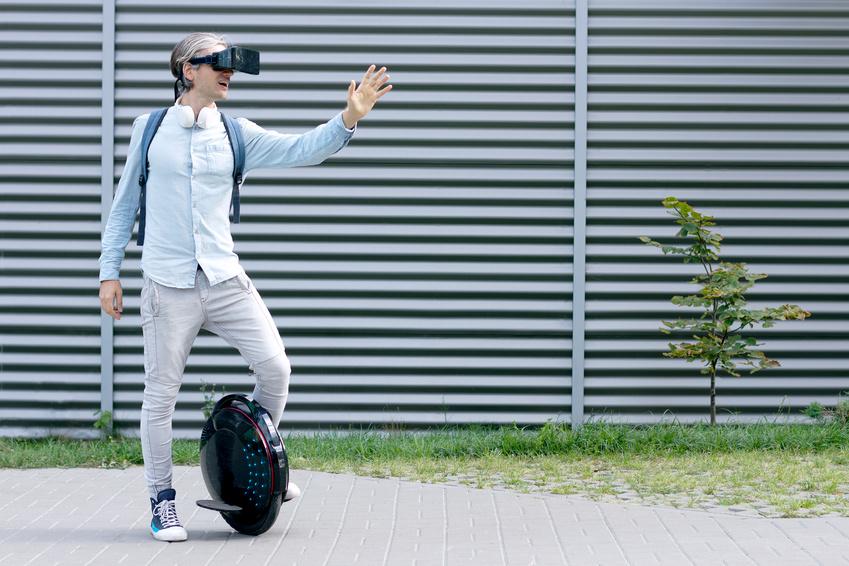 Augmented und Virtual Reality Gadgets und Zubehör - VR Schuhe und neue AR Brillen